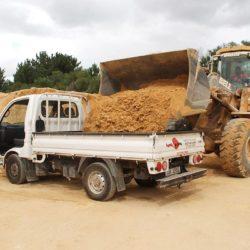 Loading building sand